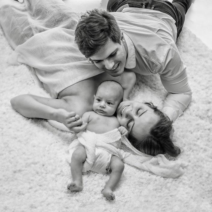 famille avec nouveau-né