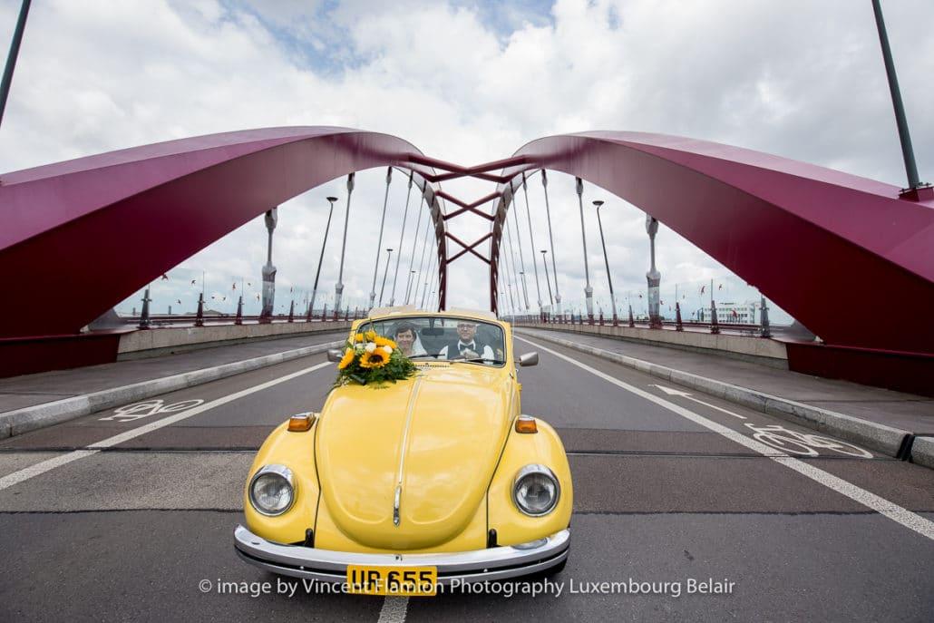 voiture sur le pont